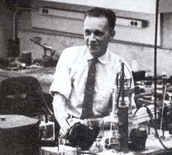 old photograph of american engineer Russell Ohl