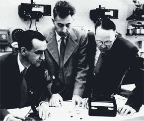 old photograph of Daryl Chapin, Gerald Pearson, and Calvin Fuller of Bell Laboratories