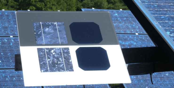 An image showing the difference between a monocrystalline and polycrystalline solar cell